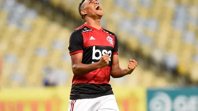 Pedro Rocha comemora seu primeiro gol pelo Flamengo