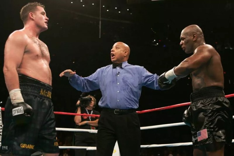McBride foi o último oponente de Tyson, que pode retornar aos ringues ainda neste ano — Foto: Paul J. Richards/Getty Images