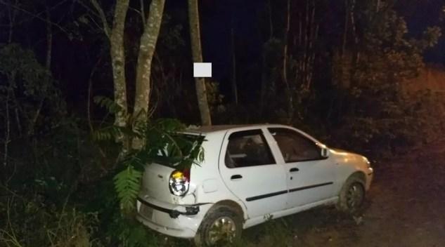 Carro carregado com maconha bate em Rio Negrinho — Foto: Polícia Militar/Divulgação