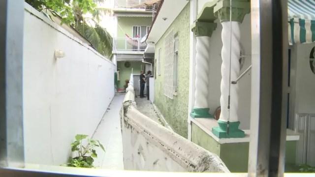 Casa de um dos dois presos pela morte de Marielle, o ex-PM Élcio Vieira de Queiroz — Foto: Reprodução/GloboNews