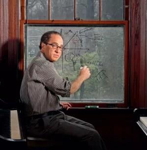 O IDEÓLOGO DA INTELIGÊNCIA ARTIFICIAL O futurista Ray Kurzweil, em 2007. Ele prega a crença na imortalidade tecnológica, com a possibilidade de extensão radical da vida  (Foto: Gregg Segal/Corbis)