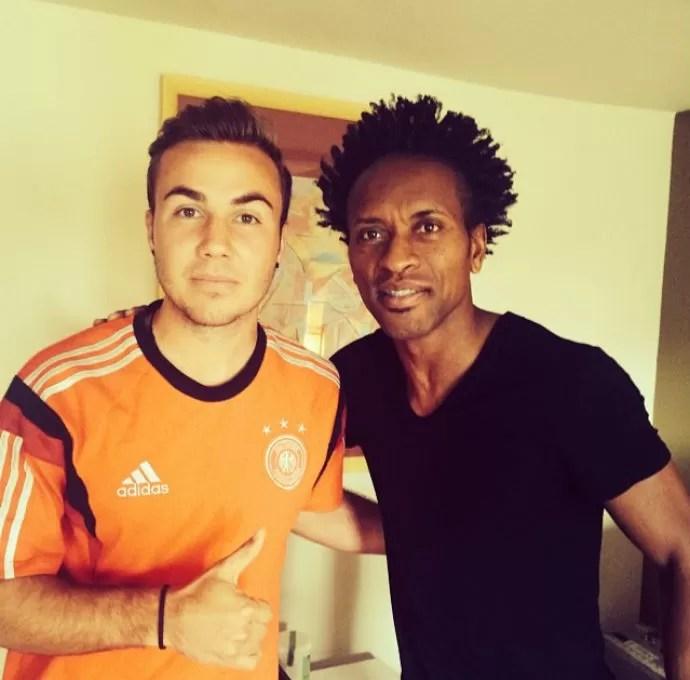 Mario Gotze e Zé Roberto na concentração da Alemanha, na Bahia (Foto: Reprodução/Instagram)