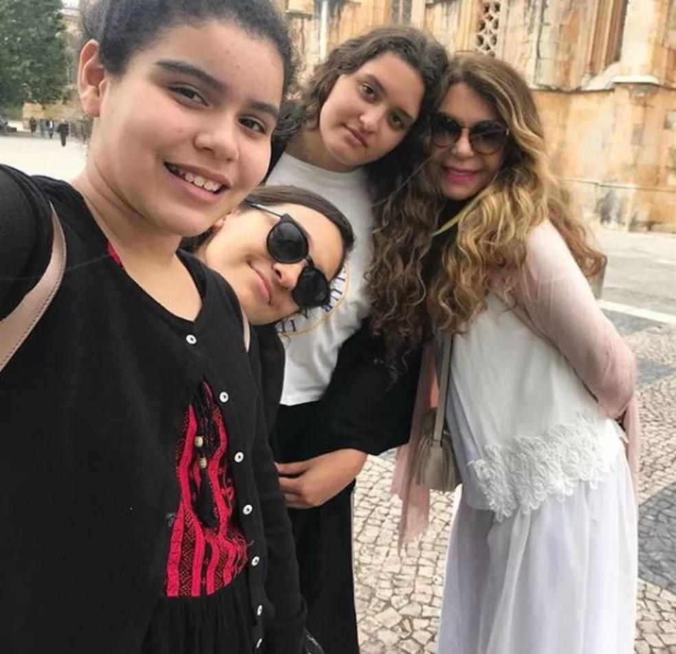 Elba Ramalho com as três filhas — Foto: Reprodução da Internet