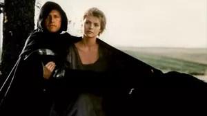 Herói e heroína contam com a ajuda de um batedor de carteiras para quebrar um feitiço que impede a aproximação entre o casal.