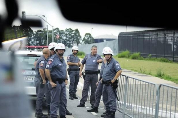 Policiais querem uma arma mais segura e com travas internas e externas, tanto para destros quanto para canhotos, e trilho padrão (Foto: (Foto: Marcos Ribolli))