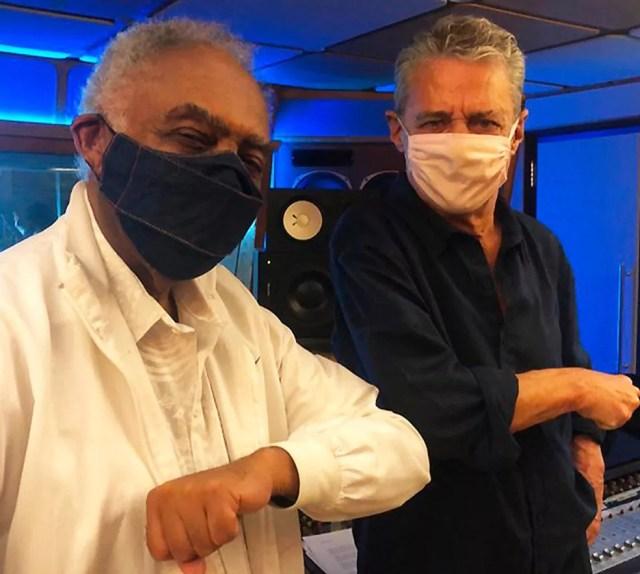 Gilberto Gil e Chico Buarque gravaram uma música inédita para a trilha de 'Sob Pressão - Plantão Covid' — Foto: Reprodução/Instagram