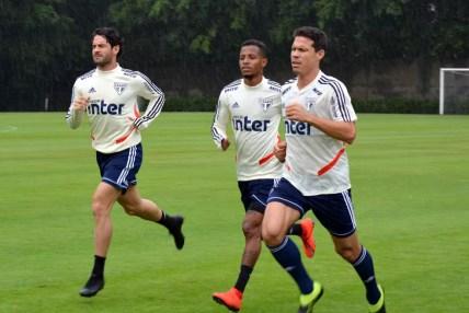 Pato, Tchê Tchê e Hernanes são três das 11 contratações para a temporada — Foto: Érico Leonan / saopaulofc.net