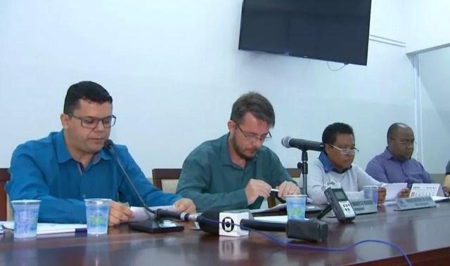 Vereadores integrantes da Comissão Processante aprovaram relatório que pede cassação do prefeito (Foto: TV TEM/Reprodução)