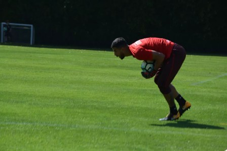 Renan Ribeiro, do São Paulo, treinou no campo neste sábado (Foto: saopaulofc.net)