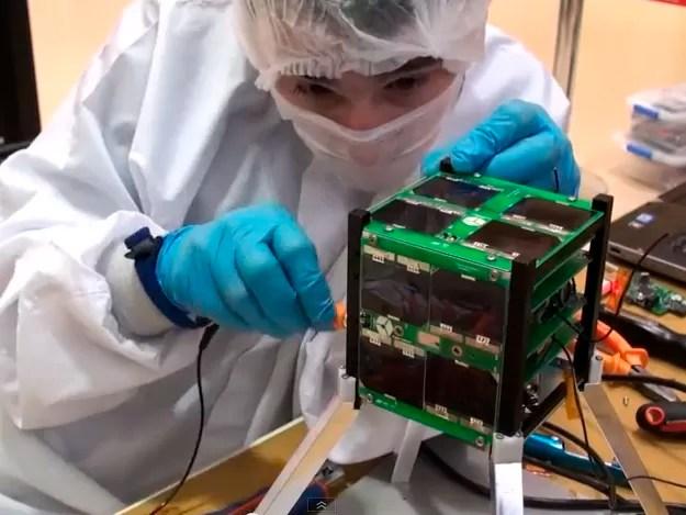 Satélite Cubesat AESP-14 foi desenvolvido por alunos do ITA. (Foto: Reprodução/ Youtube)