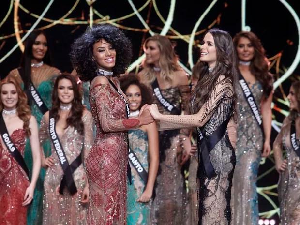 Raissa Santana, do Paraná, e Danielle Marion, do Rio Grande do Norte, no Miss Brasil 2016 em São Paulo (Foto: Celso Tavares/ EGO)