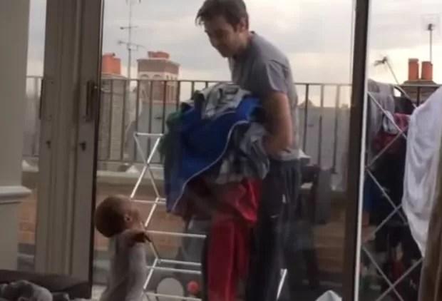 Bebê virou sensação na web ao 'discutir' com o pai sem dizer nenhuma palavra (Foto: Reprodução/YouTube/dhant122)