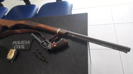 Material apreendido foi levado para a Delegacia de Plantão (Foto: Polícia Civil/Divulgação)
