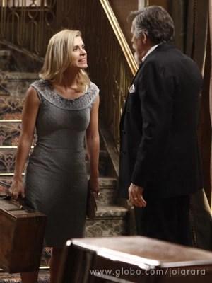 Iolanda sai da mansão e deixa Ernest chocado (Foto: Inácio Moraes/TV Globo)