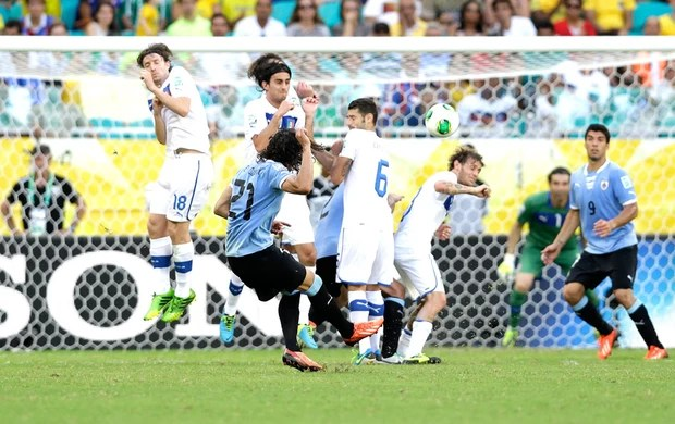 Gol de fata Cavani (Foto: Agência AP)