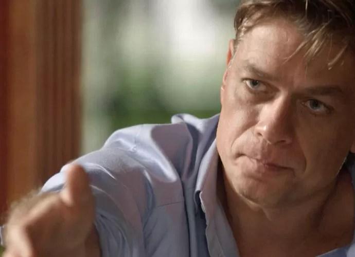 Arthur aposta agência com Carolina (Foto: TV Globo)