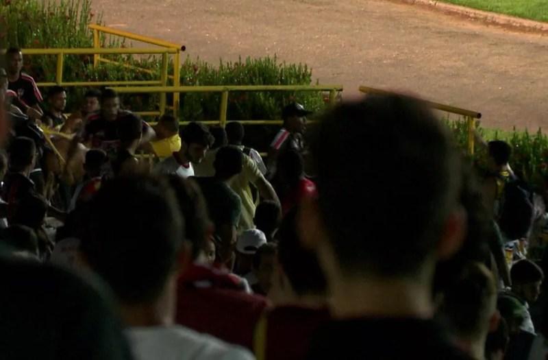 Torcida River-PI briga (Foto: TV Clube)