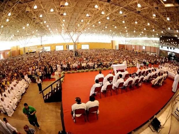 Cerca de sete mil fiéis compareceram à cerimônia, em Manaus (Foto: Chico Batata/Agecom)