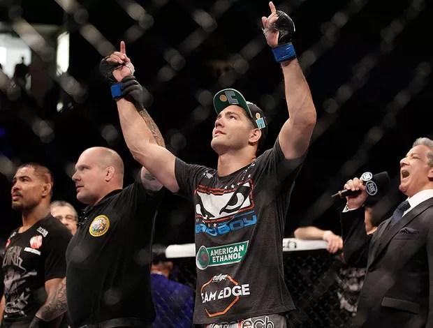 Chris Weidman nocauteia Muñoz, UFC (Foto: Agência AP)