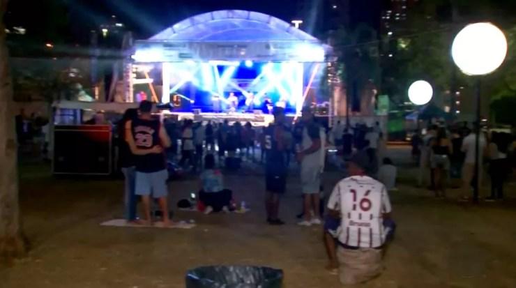 Palco montado em uma área de 900m² no Parque Vitória Régia vai receber série de apresentações (Foto: TV TEM/Reprodução)