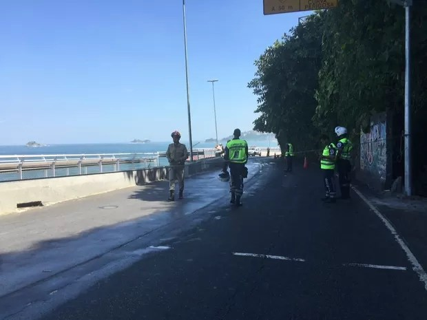 Ciclovia que desabou em São Conrado ficou interditado (Foto: Ricardo Abreu / GloboNews)