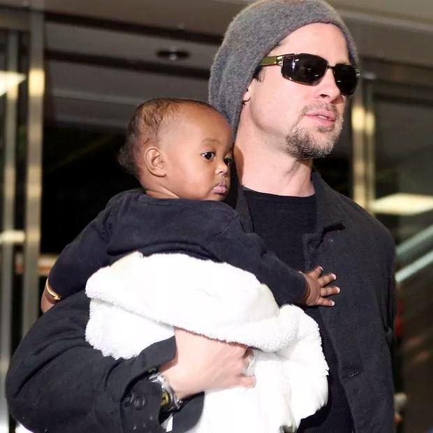 Brad Pitt e Angelina Jolie adotaram Zahara quando ela ainda era bebê (Foto: Getty Images)