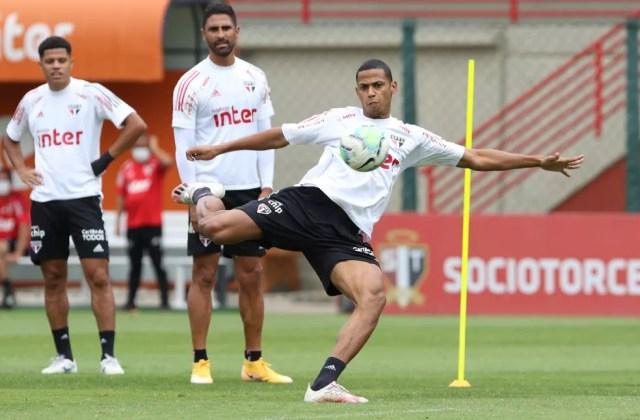 Bruno Alves em treino do São Paulo — Foto: Rubens Chiri / saopaulofc.net
