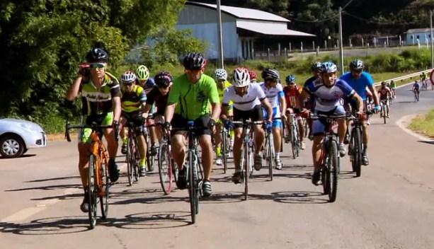 Amigos pedalaram cerca de 50 km para homenagear Ilsinho (Foto: Reprodução/ EPTV)