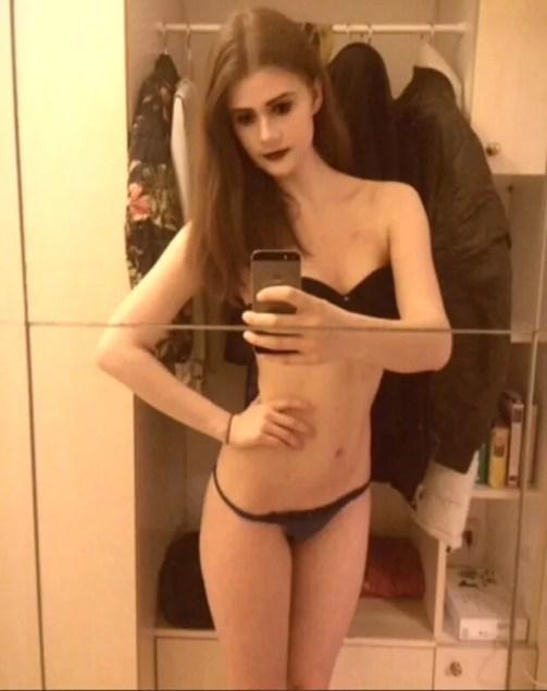 Kim leiloa a virgindade na internet