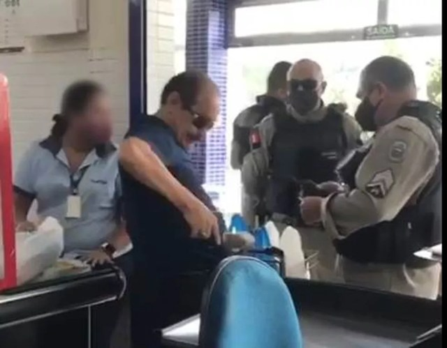 Policial teria ameçado funcionários com arma em supermercado de João Pessoa — Foto: Reprodução/TV Cabo Branco