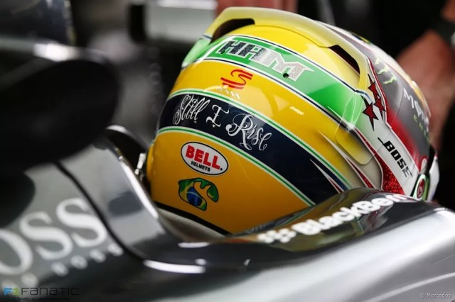 Em 2015, Hamilton homenageou Senna no capacete — Foto: F1 Fanatic