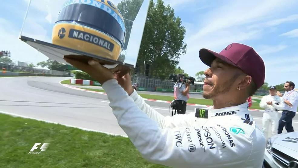 Lewis Hamilton com o capacete de Senna no GP do Canadá (Foto: Twitter @F1)