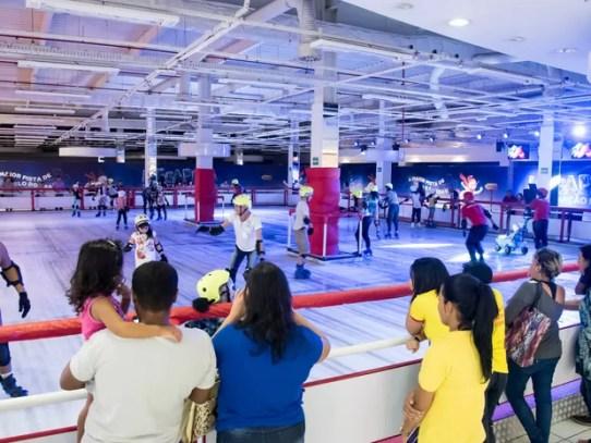 Mega pista de patinação no gelo, no Taguatinga Shopping, no DF (Foto: Telmo Ximenes/Divulgação)