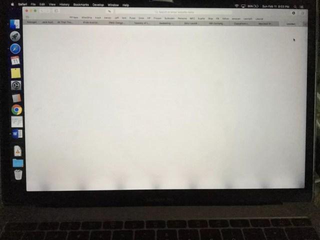 Efeito palco de luz atinge telas de Macbooks mais novos — Foto: Reprodução/iFixIt
