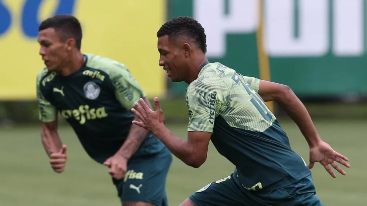 Gabriel Veron e Danilo no treinamento do Palmeiras — Foto: Cesar Greco\Palmeiras