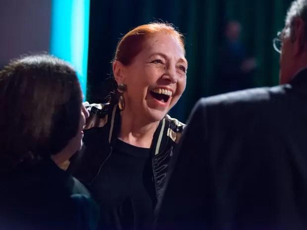 A escritora Marina Colasanti sorri ao ser anunciada ganhadora do Jabuti de Livro do Ano e Ficção na noite desta terça-feira (19) no Auditório do Ibirapuera, em São Paulo (Foto: Divulgação)