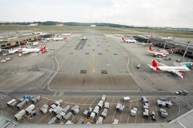Vista do pátio do Aeroporto Internacional de São Paulo - Cumbica (GRU), em Guarulhos; governo pretende vender fatia da Infraero no aeroporto (Foto: Celso Tavares/G1)