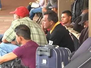 Trabalhadores resgatados em SP embarcam de volta a São Mateus (Foto: Reprodução / TV Mirante)