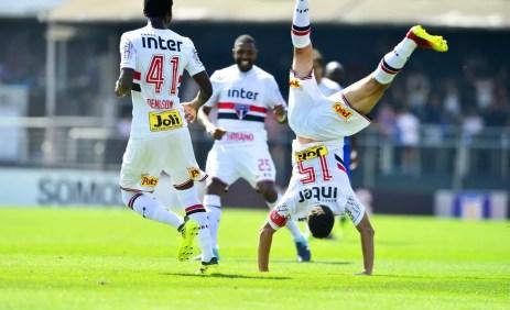 Hernanes foi o grande destaque do São Paulo contra o Cruzeiro (Foto: Marcos Ribolli)
