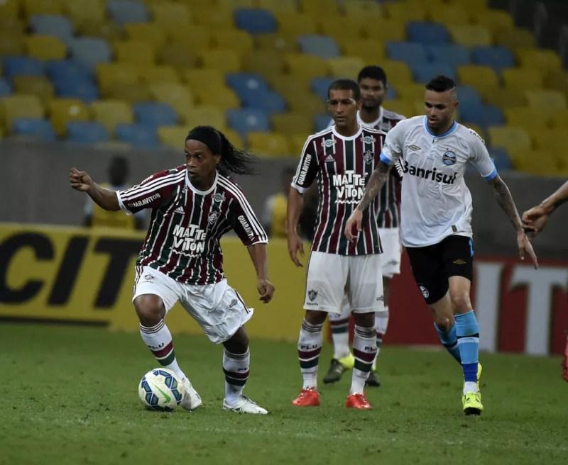 Contratação de Ronaldinho não deu certo e time caiu de produção no returno em 2015 — Foto: André Durão