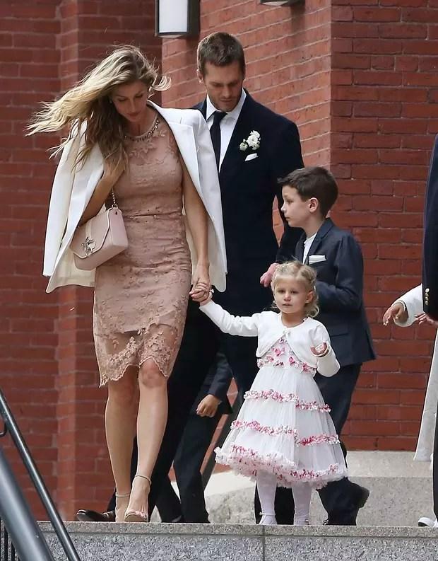 Gisele Bündchen, Tom Brady e os filhos (Foto: Grosby Group/Agência)