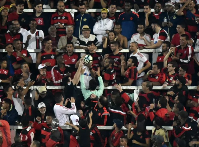 Torcida do Flamengo na estreia da Ilha do Urubu contra a Ponte Preta (Foto: André Durão)