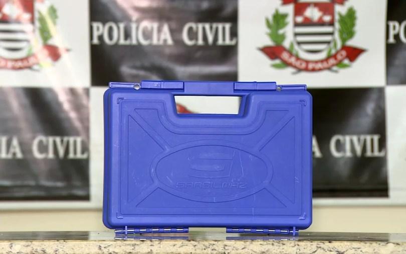 Caixa onde estava a pistola 9 milímetros de fabricação turca (Foto: Reprodução/EPTV)