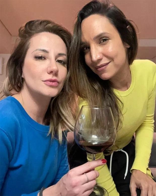 """Maria Maya faz selfie com nova namorada: """"Meu amor todinho"""""""