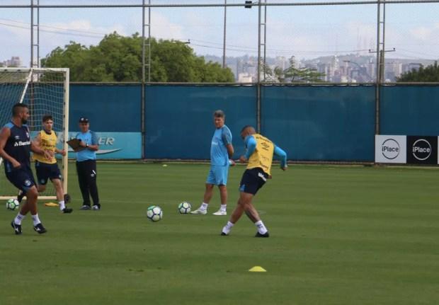 Jael em treino do Grêmio — Foto: Eduardo Moura