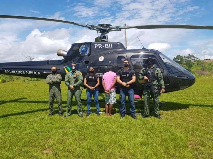 Suspeito foi transportado de helicóptero de Marechal Thaumaturgo para Cruzeiro do Sul — Foto: Polícia Civil do Acre/Arquivo