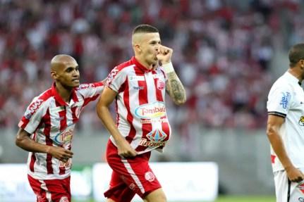 Jobson disse ter sonhado com gol do título na noite anterior (Foto: Marlon Costa / Pernambuco Press)