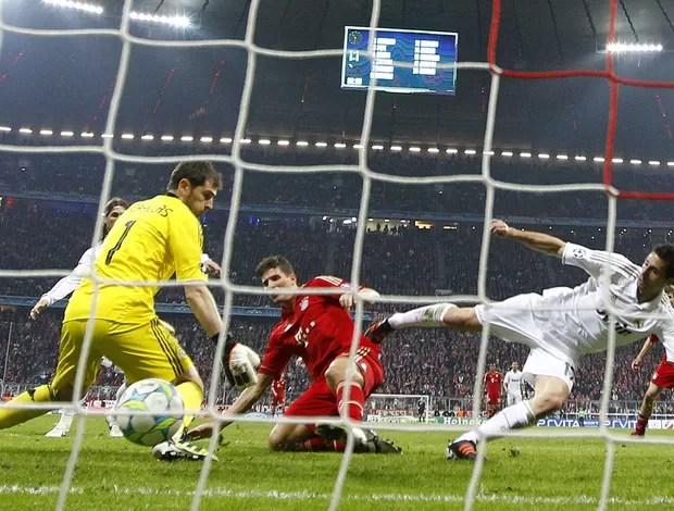 mario gomez Bayern x Real madrid (Foto: Reuters)
