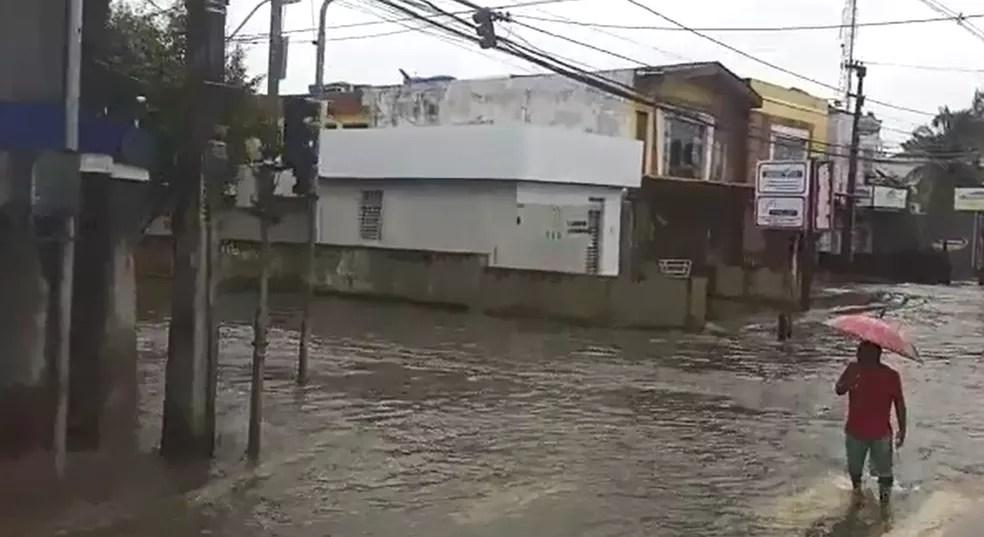 doutor jose rufino - ALAGAMENTOS E MORTES: Fortes chuvas causam transtornos no Grande Recife; tráfego está comprometido - VEJA VÍDEO