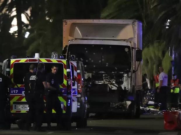 Caminhão que atropelou multidão na cidade de Nice, na França, e deixou dezenas de mortos (Foto: Valery Hache/AFP)